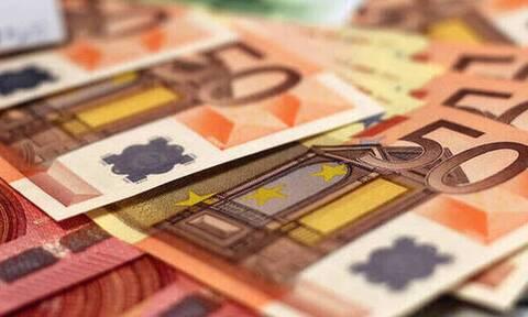 «Βρέχει» λεφτά από τον ΟΠΕΚΑ: Πότε πληρώνονται επιδόματα και παροχές