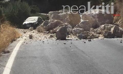 Σεισμός στην Κρήτη: Γλίτωσε από θαύμα οδηγός - Τεράστιοι βράχοι μία ανάσα από I.X. (vid)