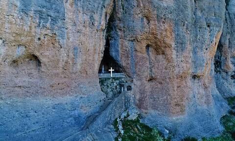 Άγνωστη Ελλάδα: Το «Ζάλογγο» της Κορινθίας με τα λεία, κάθετα βράχια και τη σκοτεινή ιστορία
