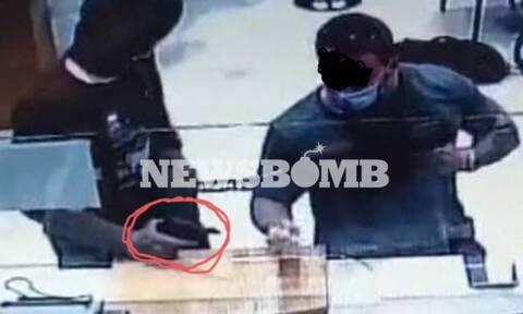 Συνελήφθη ο ληστής της τράπεζας στη Μητροπόλεως - Έφερε βαρύ οπλισμό