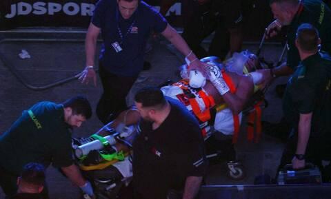 Τρομακτική στιγμή: Πυγμάχος έφυγε με φορείο μετά από νοκ άουτ – Νοσηλεύτηκε στο νοσοκομείο (video)
