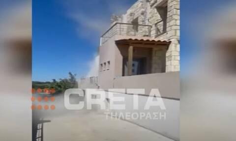 Σεισμός Κρήτη: Τμήμα σπιτιού καταρρέει μετά από μετασεισμό on camera