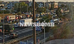 Ρεπορτάζ Newsbomb.gr: Καραμπόλα πέντε οχημάτων στην Αθηνών – Λαμίας - Ουρές χιλιομέτρων
