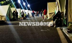 Αποστολή Newsbomb.gr στο Αρκαλοχώρι: Νύχτα αγωνίας με τη γη να... τρέμει και τον κόσμο στις σκηνές