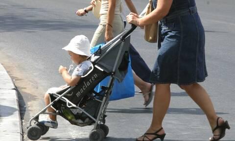 Επιδότηση 250 ευρώ σε γονείς για πρόσληψη «νταντάδων της γειτονιάς» - Πότε θα ξεκινήσει
