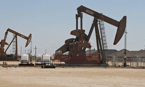 «Καλπάζει» η τιμή του πετρελαίου: Πάνω από τα 80 δολάρια το Brent