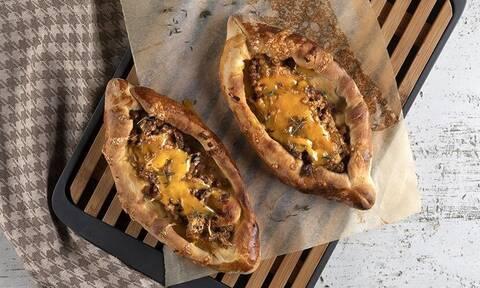 Συνταγή για σπιτικά πεϊνιρλί από τον Άκη Πετρετζίκη