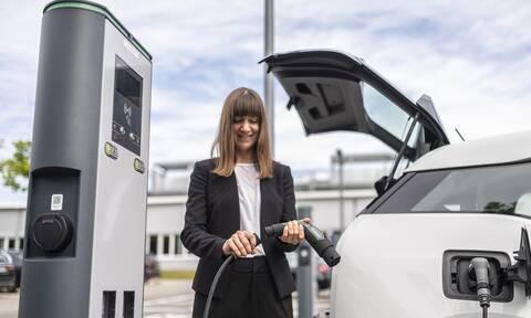 Φόρτιση ηλεκτρικών οχημάτων: Η Bosch καταργεί τη μονάδα ελέγχου φόρτισης