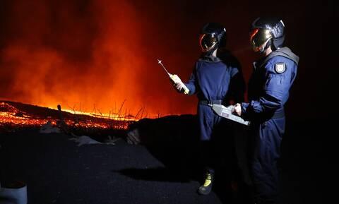 Κανάρια Νησιά - Λα Πάλμα: «Ξύπνησε» πάλι το ηφαίστειο - Αναδύεται λάβα και τοξικά αέρια