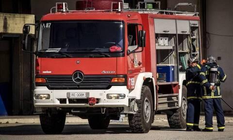 Συναγερμός στην Ε.Ο. Θεσσαλονίκης- Αθήνας: Διαρροή επικίνδυνου υλικού από φορτηγό - Έκλεισε ο δρόμος