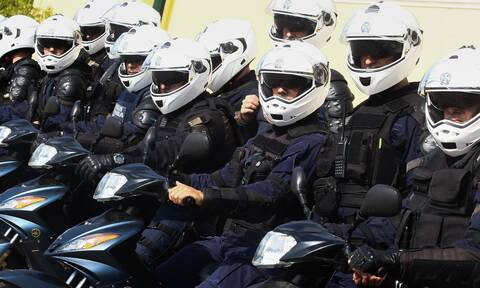 Η ΕΛΑΣ ομολογεί: Αστυνομικοί - καμικάζι κάνουν σούζες και... γκαζιές μέσα στο αρχηγείο της Κατεχάκη