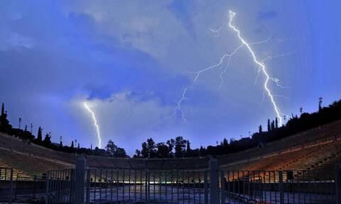 Καιρός: Βροχές και καταιγίδες τις επόμενες ώρες - Ισχυροί άνεμοι στο Αιγαίο