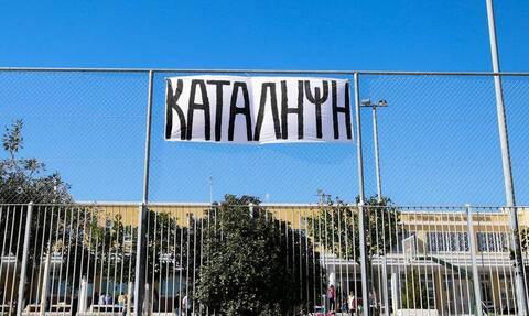 Καβάλα: Με εντολή εισαγγελέα έληξε η κατάληψη - Έκοψαν την πόρτα και μπήκαν στο κτίριο οι καθηγητές