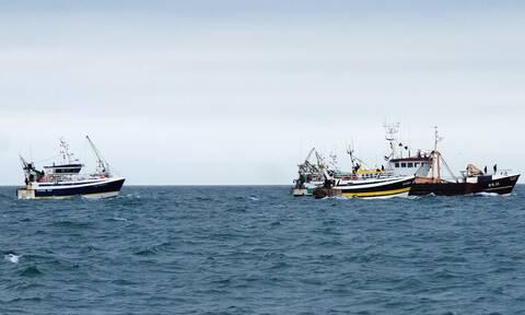 Γαλλία-Βρετανία: Φόβοι για νέα «ναυμαχία» στη Μάγχη για τα δικαιώματα αλιείας μετά το Brexit