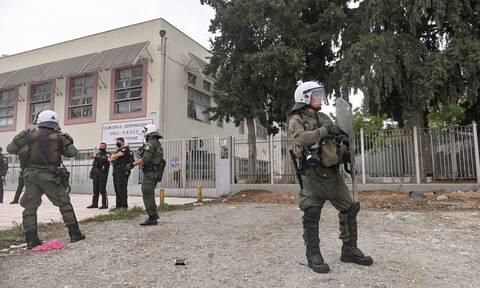 Πυρά από ΣΥΡΙΖΑ - ΚΚΕ για την «αφωνία» της κυβέρνησης στα γεγονότα του ΕΠΑΛ Σταυρούπολης