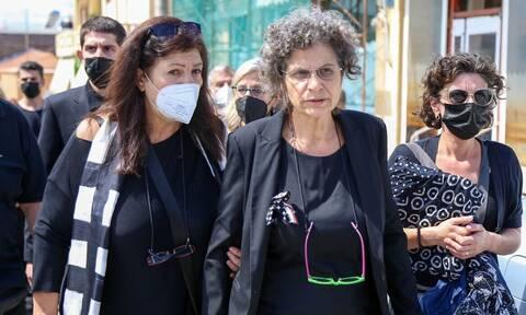Νίκη για τη Μαργαρίτα Θεοδωράκη - Ο Νίκος Κουρής δεν μπορεί να χρησιμοποιεί το επίθετο Θεοδωράκης