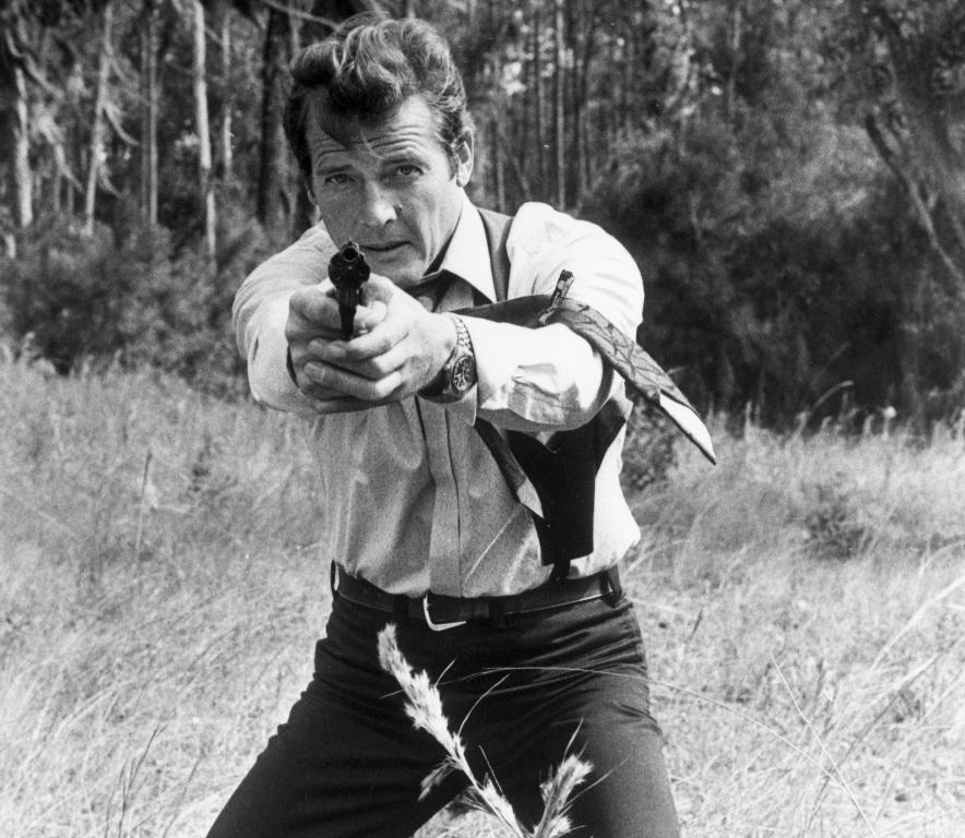 Ρότζερ Μουρ ως James Bond