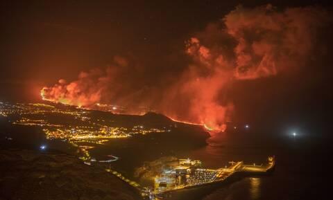 Kανάρια Νησιά: Η λάβα από το ηφαίστειο διπλασίασε το μέγεθος της χερσονήσου - Συγκλονιστικές εικόνες