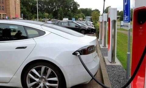Πώς θα δίνεται η έκπτωση δαπανών για όσους εγκαθιστούν φορτιστές ηλεκτροκίνητων οχημάτων