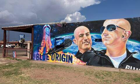 Tζεφ Μπέζος: Καταγγελία-σοκ απο εργαζόμενους στη Blue Origin - Πώς έφτασε πρώτος στο διάστημα