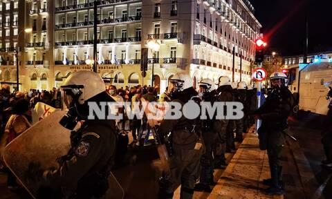 Επεισόδια στο πανεκπαιδευτικό συλλαλητήριο στο Σύνταγμα - Κλειστό το κέντρο της Αθήνας (pics+vid)