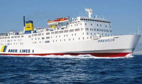 Σαντορίνη: Οδύσσεια για τους επιβάτες του πλοίου «Πρέβελης» που προσέκρουσε στο λιμάνι του Αθηνιού