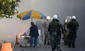 Ολυμπιακός – Παναθηναϊκός: Επεισόδια οπαδών με τραυματία και καμένα αμάξια στη Μαλακάσα (vids)