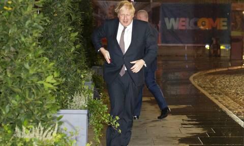 Βρετανία-Ελλείψεις: Ο Τζόνσον εξετάζει το ενδεχόμενο αναθεώρησης των ρυθμίσεων περί μετανάστευσης