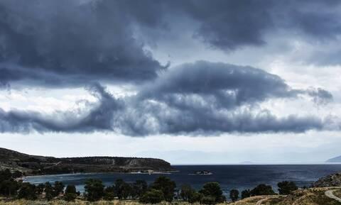Καιρός: Συννεφιασμένη Κυριακή με ανέμους έως 7 μποφόρ στα πελάγη - Μικρή άνοδος της θερμοκρασίας