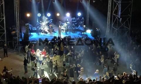 Θεσσαλονίκη: Πρόωρο τέλος στη συναυλία του Πάριου - Ο κόσμος χόρευε χωρίς μέτρα παρά το lockdwon