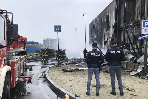 Ιταλία: Ιδιωτικό αεροσκάφος με 6 επιβαίνοντες συνετρίβη δίπλα σε σταθμό μετρό του Μιλάνου