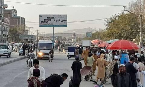 Αφγανιστάν: Φονική έκρηξη σε τζαμί στην Καμπούλ - Δεκάδες άμαχοι νεκροί