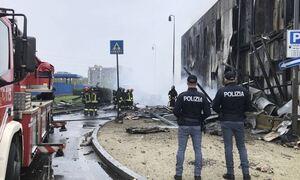 Τραγωδία στην Ιταλία: Οκτώ νεκροί, ανάμεσά τους ένα παιδί, από την πτώση αεροσκάφους στο Μιλάνο