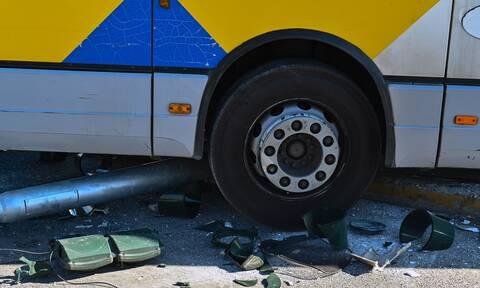 Βίντεο που προκαλεί τρόμο: Οδηγός λεωφορείου που ήταν γεμάτο μαθητές, περνάει με κόκκινο