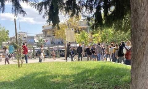 Θεσσαλονίκη: Στη δημοσιότητα φωτογραφίες από την επίθεση ακροδεξιών προς τα μέλη του ΚΚΕ και της ΚΝΕ
