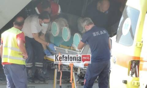 Κορονοϊός - Κεφαλονιά: Καρέ - καρέ η μεταφορά ασθενή με ειδική κάψουλα (pics-vid)
