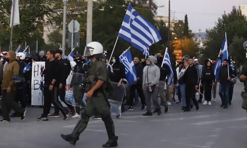 Σφοδρή επίθεση ΣΥΡΙΖΑ και ΚΚΕ στην κυβέρνηση για τις επιθέσεις ακροδεξιών σε συγκεντρώσεις