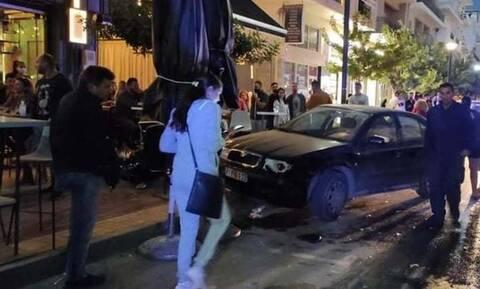 Ασυνήθιστο τροχαίο στην Κρήτη: Αυτοκίνητο μπήκε σε… καφετέρια!