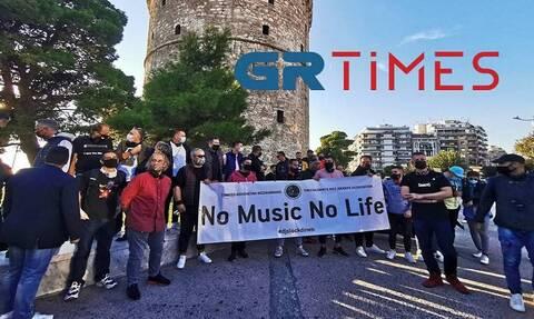 Στους δρόμους οι DJs της Θεσσαλονίκης: «Θέλουμε πίσω τη δουλειά μας»