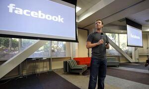 Επανέρχεται σταδιακά το Facebook - Αγώνας δρόμου για Instagram και WhatsApp