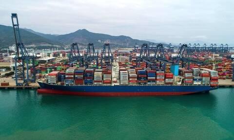 «Παροπλισμένο» σχεδόν το 12,5% του παγκόσμιου στόλου περιμένει επί ημέρες να φορτώσει ή να ξεφορτώσει