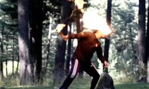 Τρομακτικό ατύχημα για κασκαντέρ από την Ινδία: Άρπαξε φωτιά το πρόσωπό του (vid)