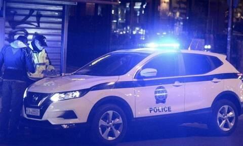 Σαρωτικό χτύπημα από την ΕΛ.ΑΣ. – 23 συλλήψεις σε παράνομο μίνι καζίνο στην Καλλιθέα