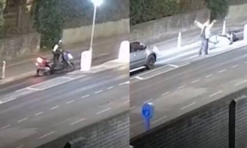 Σκηνοθέτησε το ατύχημά του με μηχανάκι, αλλά… τον έπιασαν οι κάμερες (vid)