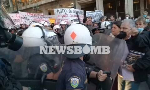 Ένταση και χημικά στο πανεκπαιδευτικό συλλαλητήριο στο κέντρο της Αθήνας