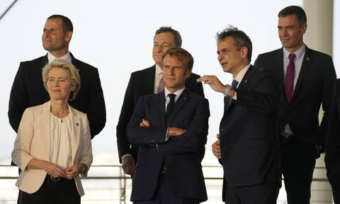 Handelsblatt: Μητσοτάκης, Μακρόν και Ντράγκι υπέρ της χαλάρωσης του Συμφώνου Σταθερότητας