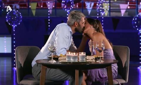 The Bachelor: Το «καυτά» φιλιά του Αλέξη Παππά με τη νέα παίκτρια προκαλούν εντάσεις