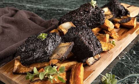 Μοσχαρίσια ribs με κακάο - Πεντανόστιμη συνταγή από τον Άκη Πετρετζίκη