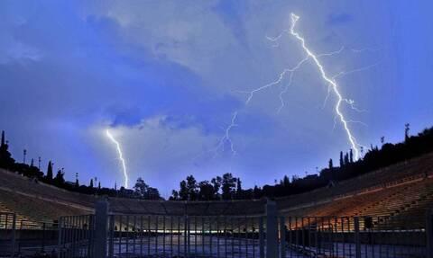 Κακοκαιρία Αθηνά: Πού θα σημειωθούν τις επόμενες ώρες βροχές και καταιγίδες – Πού βρέχει τώρα