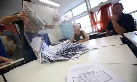Εκλογές: Η απλή αναλογική και οι φυγόκεντρες τάσεις